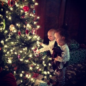Ava and Charlie sitting by the tree