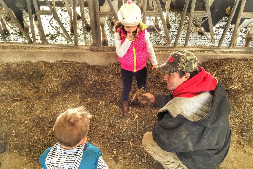 Chuck Fry shows kids feed