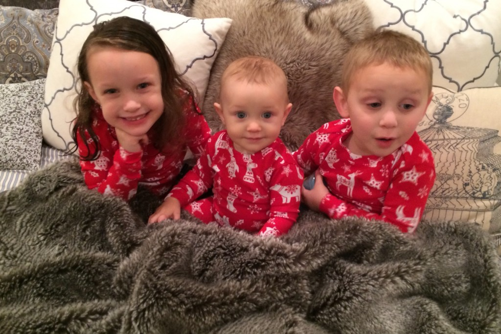 KIDS IN XMAS PJS