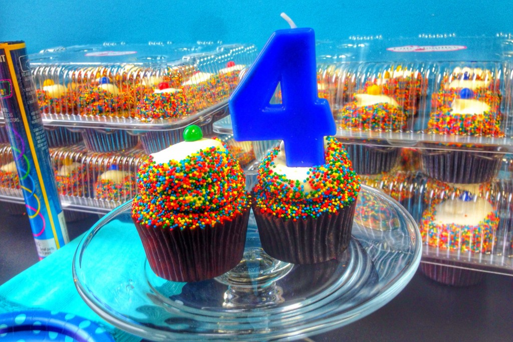 Charlie's 4th cupcakes