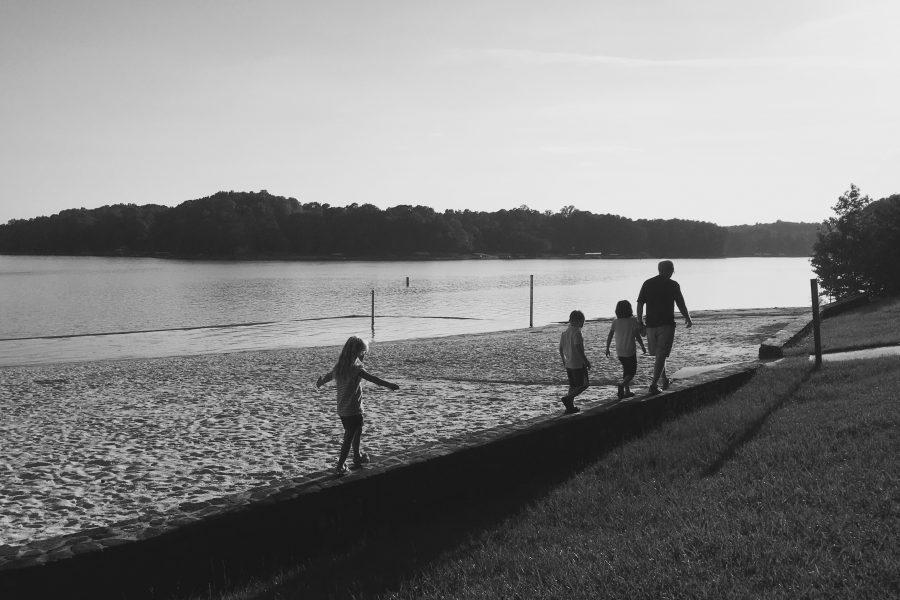 walking-the-beach-at-tugaloo